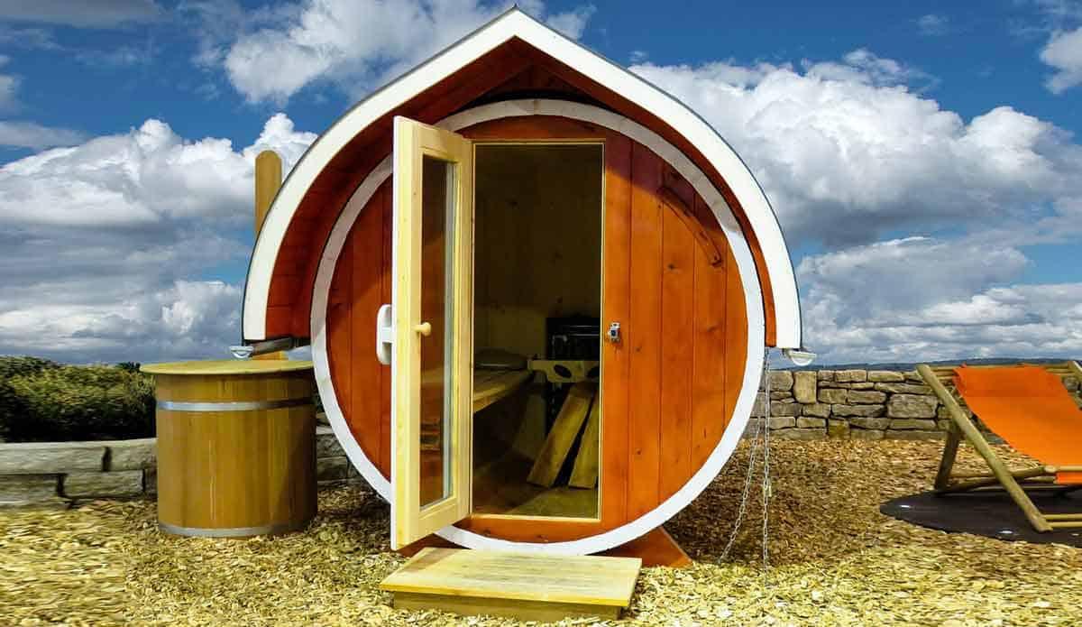 sauna in de tuin aan zee