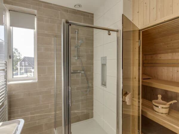 Landal Strand Resort Ouddorp Duin 4EL - Nederland - Zuid-Holland - 4 personen - badkamer met sauna